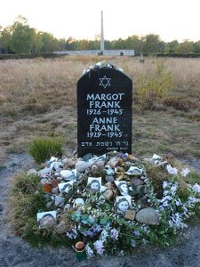 Gedenksteen Anne en Margot Frank